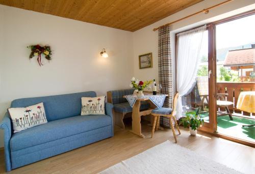 Ein Sitzbereich in der Unterkunft Haus Christl