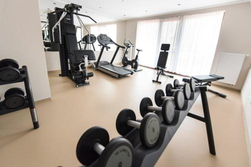 The fitness center and/or fitness facilities at Hotel Galanta
