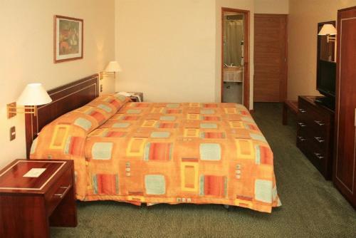 Cama o camas de una habitación en Hotel Diego de Almagro Los Angeles