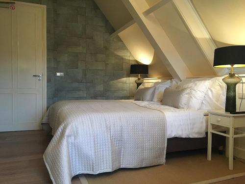 A bed or beds in a room at Boutique B&B Ouderhoek