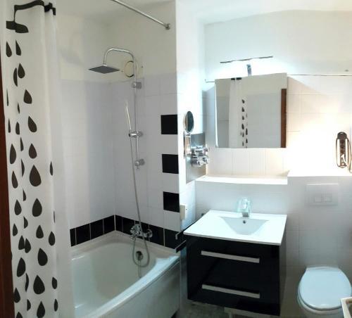 A bathroom at cologne4u