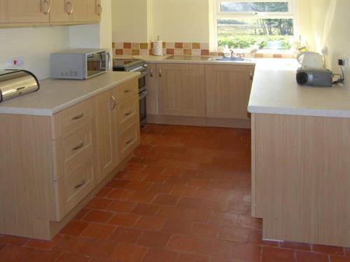A kitchen or kitchenette at Bridge Farmhouse