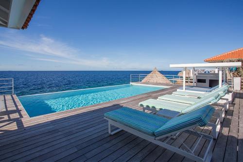 A piscina localizada em Villa Las Olas ou nos arredores
