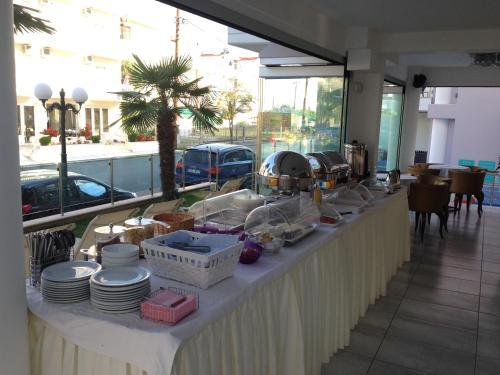 Ресторант или друго място за хранене в Panorama Inn Hotel