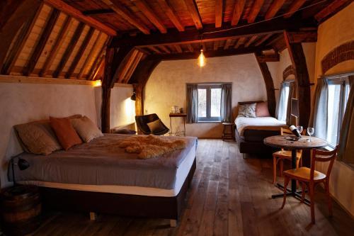 Een bed of bedden in een kamer bij de Zeeuwse Hemel