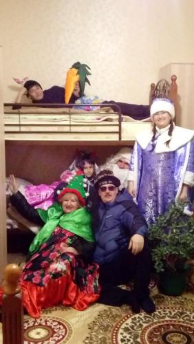 A family staying at Hostel Viator