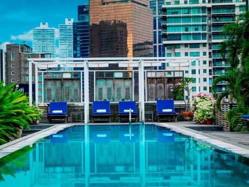 The swimming pool at or close to Indochinoise Residence