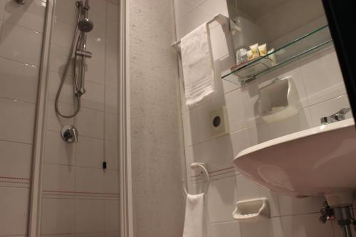 A bathroom at Hotel Miramare