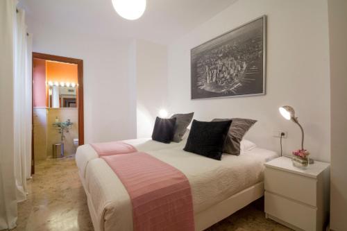 Cama o camas de una habitación en Apartamentos Turísticos Duque de Hornachuelos