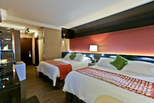 A bed or beds in a room at Sandri Palace Hotel