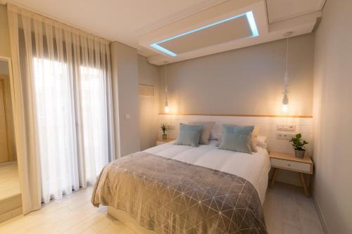 A bed or beds in a room at Apartamentos Inloft