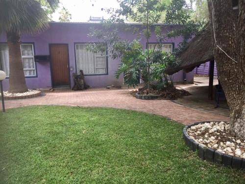Hotel Pension Cori tesisinin dışında bir bahçe