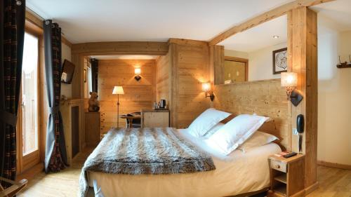 Ein Bett oder Betten in einem Zimmer der Unterkunft Auberge du Manoir