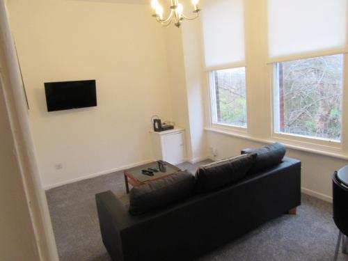 No 6 AT IVANHOE - 1 BED NEAR SEFTON PARK AND LARK LANE