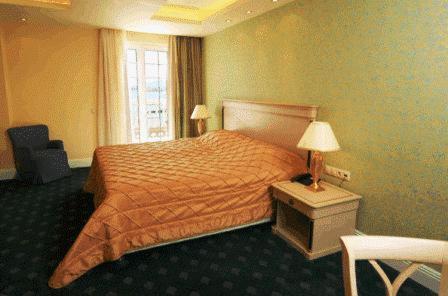 Ένα ή περισσότερα κρεβάτια σε δωμάτιο στο Nafsika Palace