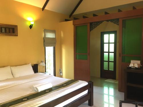 A bed or beds in a room at Baan Thai House