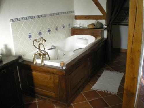 A bathroom at Le Poulailler