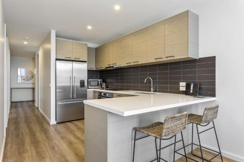 A kitchen or kitchenette at Blairgowrie Apartment 1 - on the beach