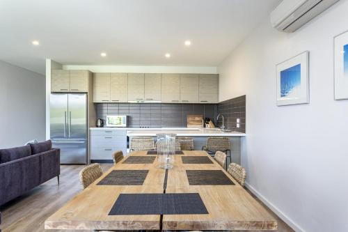 A kitchen or kitchenette at Blairgowrie Apartment 2 - on the beach