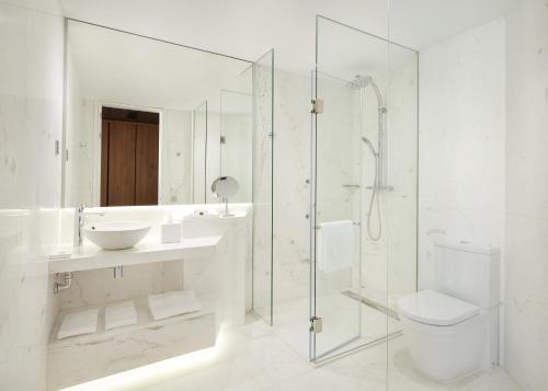 A bathroom at Hyatt Centric Gran Via Madrid