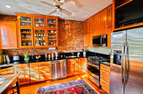 A kitchen or kitchenette at 3221 Northwest Townhome #1038 Townhouse