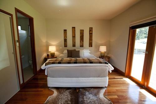 A bed or beds in a room at Blair Athol Estate Wollombi