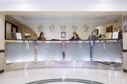 منطقة الاستقبال أو اللوبي في فندق كازهول ألماتي