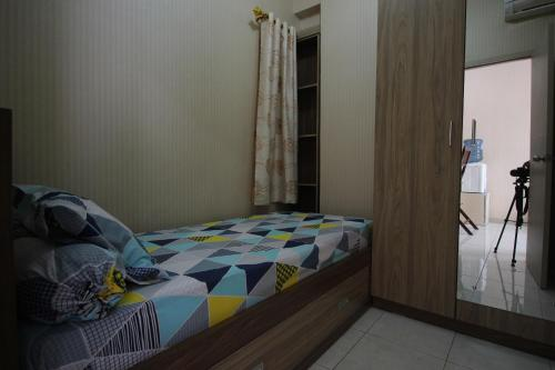 A bed or beds in a room at Noname Room @Grand Centerpoint Apartment