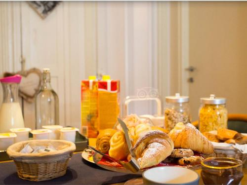 Breakfast options available to guests at B&B Milano Bella