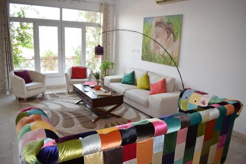 Een zitgedeelte bij Lana Villa