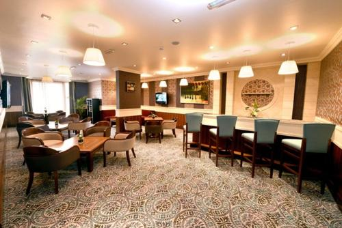 A restaurant or other place to eat at City Seasons Al Hamra Hotel