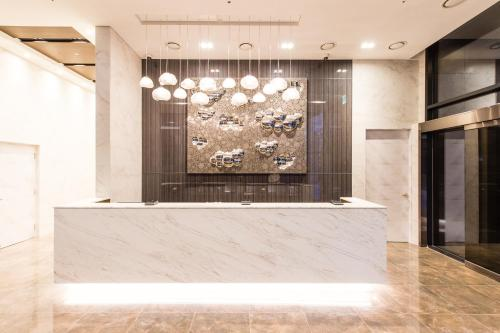 The lobby or reception area at ENA Suite Hotel Namdaemun