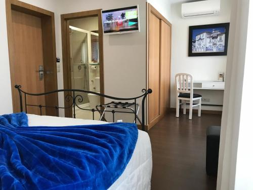 A bed or beds in a room at Welcome In