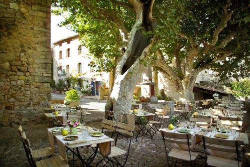 Restaurant ou autre lieu de restauration dans l'établissement Hotel Restaurant des Deux Rocs