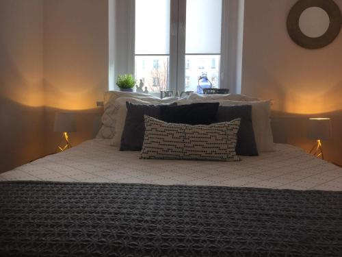 A bed or beds in a room at Apartament B213