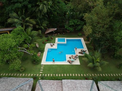 Вид на бассейн в La Natura Resort или окрестностях