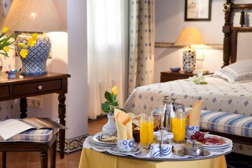 A bed or beds in a room at Seaside Grand Hotel Residencia - Gran Lujo