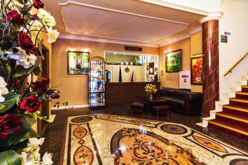 The lobby or reception area at Hotel Palas