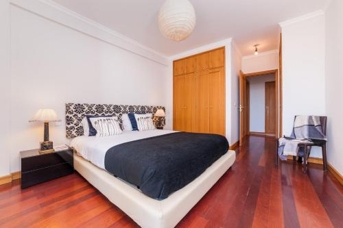 A bed or beds in a room at Falesia Apartment - by MHM