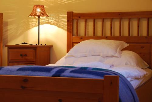 A bed or beds in a room at Jackfall Apartman és Fogadó