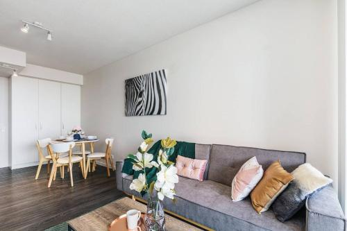 A seating area at 2Mins to Brisbane CBD Funky Style 1Bed+CAR SPACE
