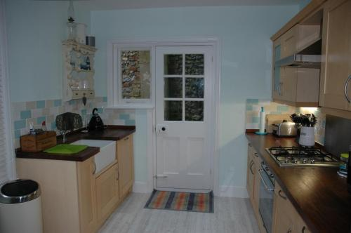 A kitchen or kitchenette at Seaview Cottages