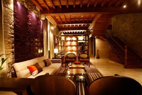 El salón o zona de bar de Hotel Altaïr