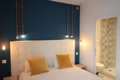 Un ou plusieurs lits dans un hébergement de l'établissement Hôtel La Fontaine Caen Centre