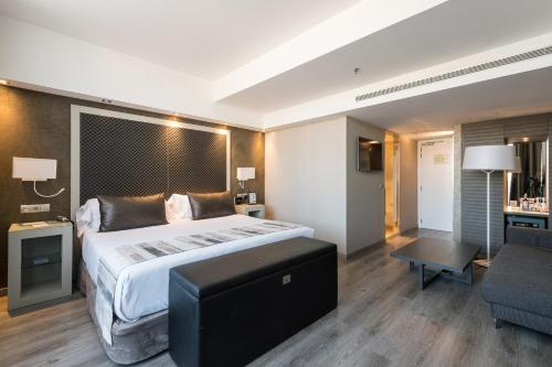 A bed or beds in a room at Catalonia Square 4* Sup