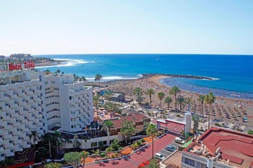Een luchtfoto van Hotel Troya