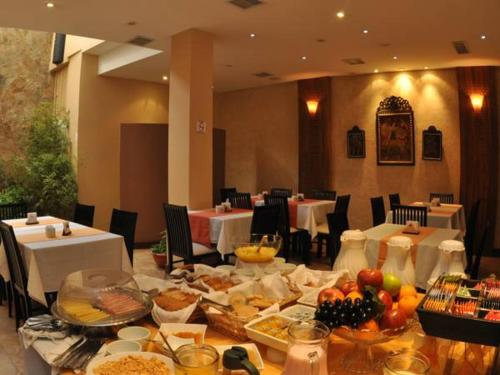 A restaurant or other place to eat at Gregorio I Hotel Boutique