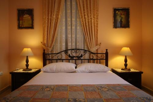 A bed or beds in a room at Sofia Pension