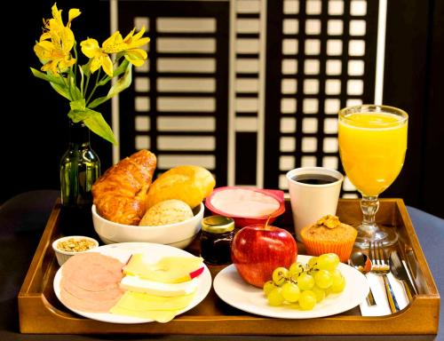 Breakfast options available to guests at Fity Hotel