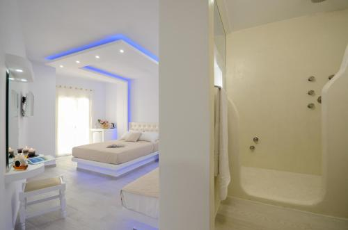 A bathroom at Naxos Hotel Poseidon